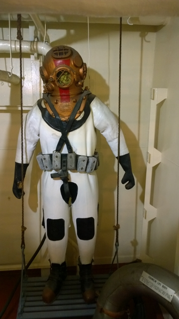 Dive suits to fix ship hull