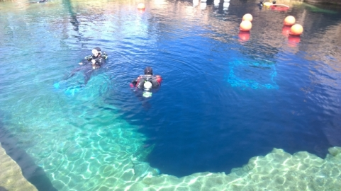 Divers in Blue Hole