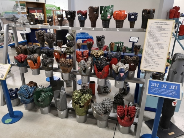 Many types of drill bits