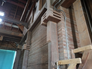 Wooden floating support beams to handle weight of grain in silos