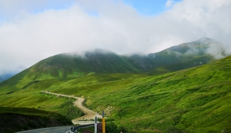 Gravel road to Hatcher Pass