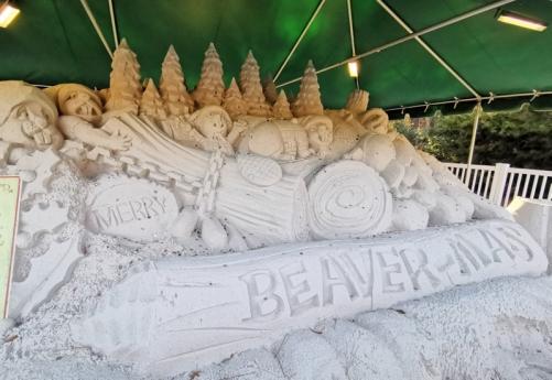 Merry Beaver-Mas sand sculpture