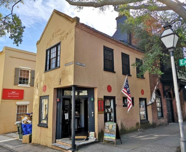 Oldest liquor store in US established 1686