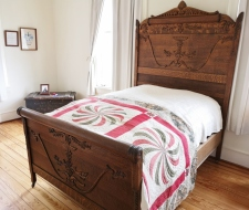 Addtional bedroom - note bed frame woodwork