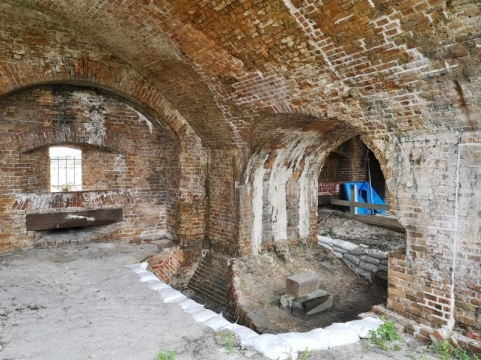 Double Arch to support Rodman cannons - restoration work underway